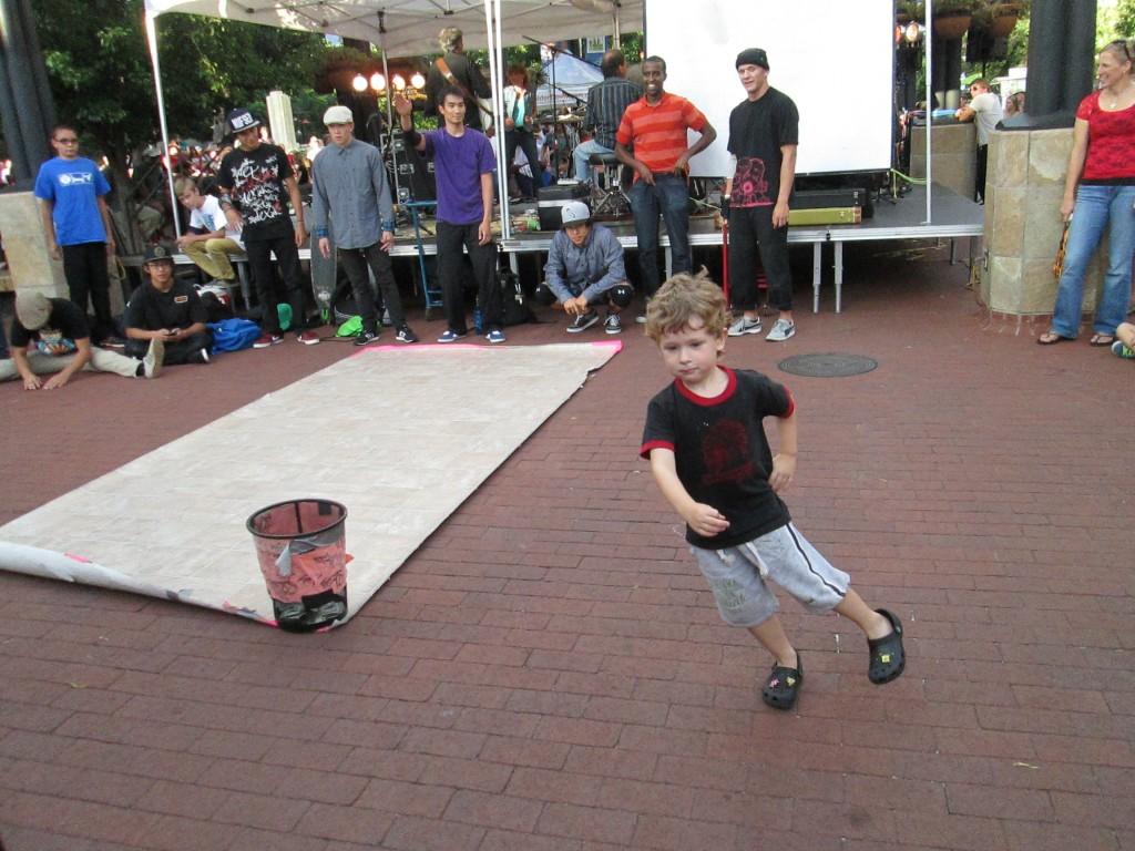 En Jonas breakdanste op Pearl Street! (groot succes!)